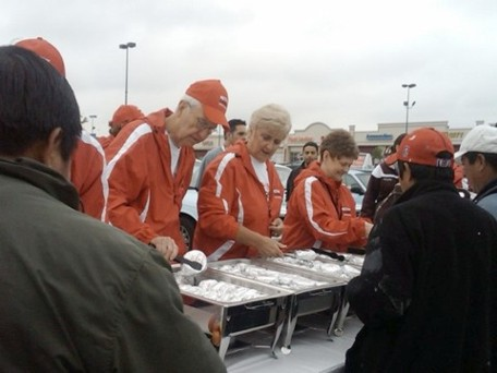 UM bishops serve food at #RethinkChurch event on Twitpic